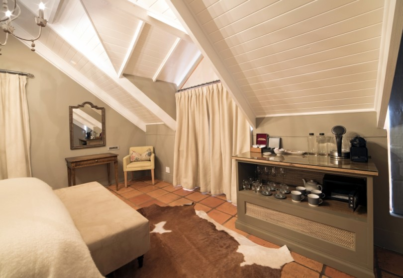 Fam-Suite-Main-bedroom-tea-and-coffee-station