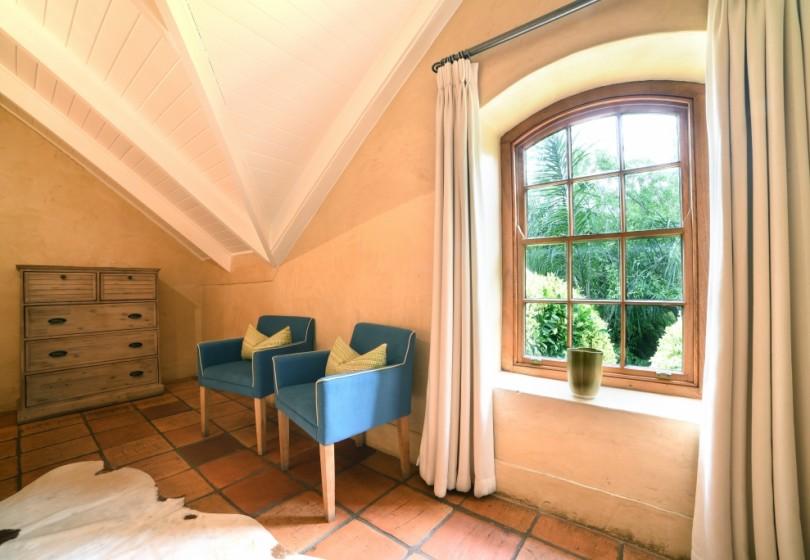 Fam-Suite-second-bedroom