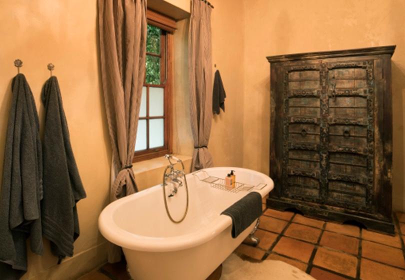 Superior-Room-Winelands-bathroom-2-1