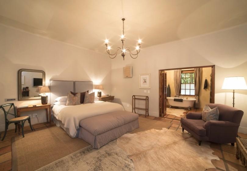 Superior-Room-Winelands-bedroom-2.